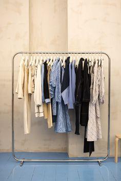 Retail Clothing Racks, Metal Rack, Interior Design Companies, Danish Design, Retail Design, Wardrobe Rack, Furniture Design, Room Ideas, Clothes