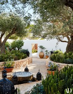Likes, 148 Kommentare - Architectural Digest (Architectural Digest) on Insta . , trees landscape mediterranean garden Likes, 148 Kommentare - Architectural Digest (Architectural Digest) on Insta . Architecture Design Concept, Garden Architecture, Mediterranean Garden Design, Mediterranean Homes, Mediterranean Outdoor Decor, Mediterranean Architecture, Tuscan Homes, Ponds Backyard, Backyard Landscaping