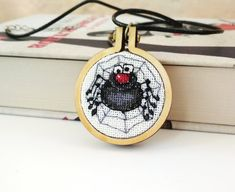 Hаlloween spider pen - October 18 2018 at Best Present For Wife, Presents For Wife, Cool Gifts For Women, Christmas Gifts For Women, Tiny Cross Stitch, Women Jewelry, Fashion Jewelry, Mini Hands, Halloween Accessories