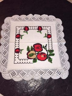 Hardanger crochet patchwork cover with delicate floral ornaments Cross Stitch Embroidery, Cross Stitch Patterns, Crochet Patterns, Chrochet, Floral Arrangements, Folk Art, Diy Crafts, Sewing, Aurora