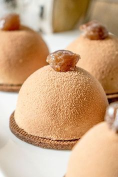 La recette des dômes mousse marrons et compotée de poires Mini Desserts, Desserts With Biscuits, Desserts To Make, Plated Desserts, Mousse Dessert, Mousse Cake, Mini Cakes, Cupcake Cakes, Entremet Recipe