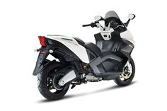 Aprilia SRV 850 redefines the edge of the scooter world limits. Power, set-up, sporty spirit, design: everything about the SRV 850 recalls the technical, performance and aesthetic standards of Aprilia superbike.The style is clearly reminiscent of the Aprilia superbike world.