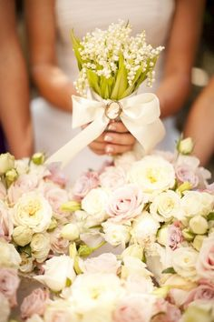 A soft color palette is perfect for a spring wedding flower arrangement! Check out these 5 Essential Details Every Stunning Spring Wedding Needs