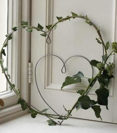 These wire hearts can be decorated simply using ivy or linen ribbon – display on your front door to welcome visitors.