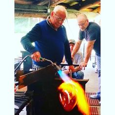Throwback... But the Maestro will be blowing soon again! ☺️ Lino blowing at #pilchuck - October 2015  Photo credit: Lino Tagliapietra Inc  #linotagliapietra#glassartist#glassblower#design#artgallery#museum#glass#master#maestro