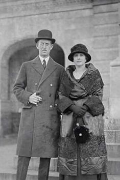 Prince Andrew of Greece and Denmark and Princess Alice, the parents of Prince Philip, Duke of Edinburgh Greek Royal Family, English Royal Family, British Royal Families, Danish Royal Family, Prince Philip Mother, Prince Andrew, Reine Victoria, Queen Victoria, Princess Alice Of Battenberg