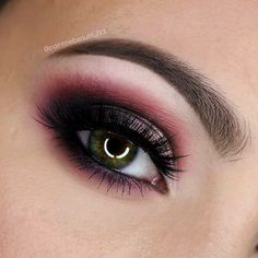 Fall makeup is my favourite!!! ✖️PRODUCTS✖️BROWS - @anastasiabeverlyhills #dipbrow in 'dark brown' and #browwiz in 'soft brown'✖️LASHES - @houseoflashes 'iconic' (for this look I have used two of these on top of each other for a fuller lash)✖️SHADOWS - @makeupgeekcosmetics @makeupgeektv 'bitten' @maccosmetics 'fig.1' 'sketch' 'beauty marked' and 'shroom'✖️#anastasiabeverlyhills #bblogger #browsonfleek #contour #dressyourface #eotd #eyebrows #eyeliner #highlighter #houseoflashes #insta...