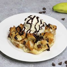 See how to make this amazing Chocolate Banana Croissant Bake - it's an easy to make dessert and so yummy!