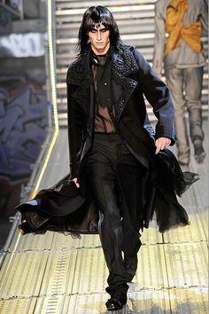 John Galliano Spring 2010 Menswear Fashion Show Gothic Men, Gothic Steampunk, Dark Fashion, Gothic Fashion, Goth Guys, Runway Fashion, Mens Fashion, John Galliano, Mode Style