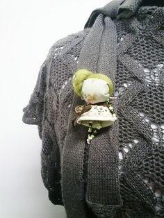 maramanufaktura / brošňa mini MARA wintage /zeleno-hnedá/
