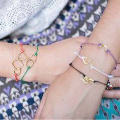 How to make Kate Spade's delicate string bracelets with tiny wire shapes. Wear 'em stacked all summer