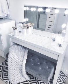 20 Best Makeup Vanities & Cases for Stylish Bedroom - tischdeko - Beauty Room Sala Glam, Vanity Room, Bedroom Makeup Vanity, Makeup Room Decor, Bedroom With Vanity, Beauty Room Decor, Cute Room Decor, Grey Room Decor, Glam Room
