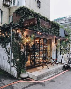 restaurant arquitectura pretty coffee shop around the corner Design Shop, Coffee Shop Design, Deco Design, Cafe Design, Store Front Design, Design Design, Coffee Shop Branding, Bistro Design, Coffee Shop Interior Design