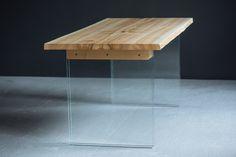 Обеденный/офисный/рабочий стол. Каленое стекло, солнечный ясень в фирменной ручной отделке. Размеры: 1.80х0.9м.