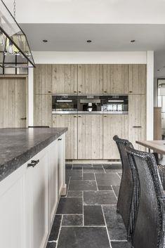 Villa Lennik | Freja Home Styling Kitchen Dinning Room, New Kitchen, Exterior Design, Interior And Exterior, Interior Design Kitchen, Home Kitchens, Building A House, Decoration, New Homes
