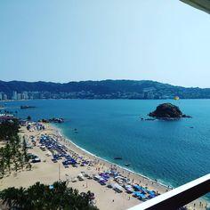 """187 Likes, 17 Comments - Carlo (@carlotenor) on Instagram: """"Mi querido Acapulco de nuevo contigo... #musica #canto #fans #navidad #music #poplirico…"""""""