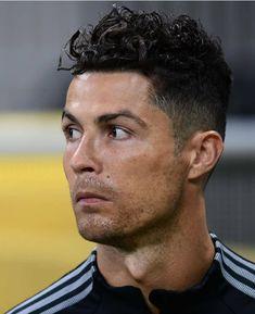 Cristiano Ronaldo Haircut, Cristiano Ronaldo Manchester, Neymar Jr, Cristano Ronaldo, Ronaldo Football, Best Football Players, Soccer Players, Ronaldo Wallpapers, Soccer Poster