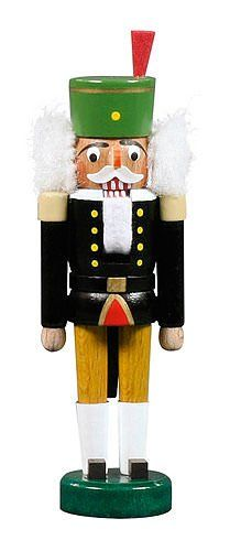 This nutcracker is made by Dregeno Seiffen. Dregeno has over 100 small workshops across the Ore Mountains.