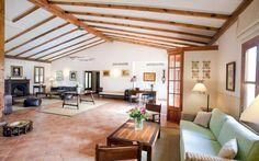 Hotelfinca Son Corb • Ort: Son Servera, Mallorca Osten • Preis pro Nacht 153 bis 312 € • Personen: Max. 44 • Diese wunderschöne Hotelfinca befindet sich in Hanglage zwischen den Orten Son Servera und Cala Bona.