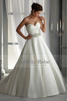 2014 robe de mariage d'amoureux volants corsage perlé tour de taille en satin Jupe train chapelle