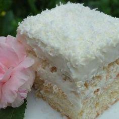 Ez a Raffaello szelet lett a befutó, pedig több receptet kipróbáltam. Rafaelo Cake, Sweets Recipes, Cake Recipes, Romanian Desserts, Kolaci I Torte, Hungarian Recipes, Comfort Food, Sweet Tarts, Eat Dessert First
