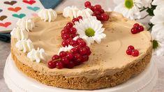 Cheesecake con crema all'Orzoro e Latte Condensato Nestlé. Step 1 Per la base, fare fondere il burro nel microonde e versarlo in un mixer con i biscotti ottenendo un composto simile alla sabbia bagnata. Step 2 Foderare una teglia a cerniera con la carta da forno e versare sul fondo il composto compattandolo e livellandolo con il dorso,... Strawberry Whipped Cream Cake, Whipped Cream Cakes, Easy Cupcake Recipes, Homemade Desserts, Strawberry Cake Decorations, Home Made Cupcakes, Peach Cake, Classic Cake, Strawberry Shortcake