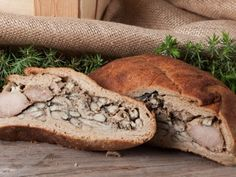 Kalakukko Kalakukko are similar to karjalanpiirakka, but bigger in size and made… Finland Food, Recipe Icon, International Recipes, Deli, Bagel, All About Time, Lake District, Lunch, Bread