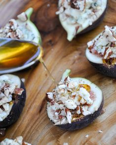 Fresh figs topped with Blue Cheese, Pecans and Honey Figs With Honey, Delicious Desserts, Dessert Recipes, Fresh Figs, Summer Dishes, Toasted Pecans, Clean Eating Recipes, Appetizers, Donuts