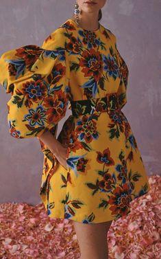 Moda Operandi Resort 2020 Carolina Herrera - Floral-Print Cotton And Silk-Blend Mini Dress. Oufits Casual, Leather Midi Skirt, Looks Chic, Carolina Herrera, Daily Fashion, London Fashion, Fashion Outfits, Fashion Tips, Fashion Weeks
