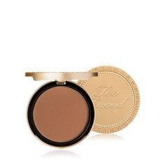 Bronzing has never been so delicious. Our chocolate-scented, shimmer-free, matte bronzer is perfect for contouring and creating an all-over deep tan using real antioxidant-rich cocoa powder. It's all the tan without the twinkle.Infused with antioxidant-rich cocoa powder and signature bronzing pigments to create a unique matte bronzer that neutralizes red and evens skin tone.100% cruelty-free product.Vegan friendly.Paraben-free. Apply using Too Faced Bronzebuki