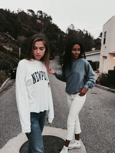 Ideas Funny Friends Poses Bff Pics For 2019 Bff Goals, Best Friend Goals, Bff Pictures, Cute Photos, Bff Pics, Amazing Pictures, Random Pictures, Leila, Brandy Melville Usa