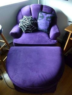 Tufted Purple Chair and Ottoman Purple Furniture, Furniture Decor, Purple Stuff, All Things Purple, Purple Chair, Goth Home, Purple Home, Oldschool, Decoration Inspiration