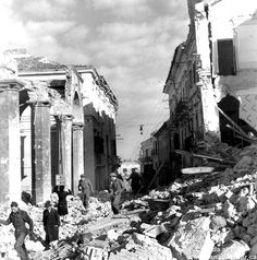Ortona - Many civilians had stayed in the town throughout the fighting, despite warnings from the Germans to leave. With the end of combat they began emerging from hiding. Canadian Soldiers, Canadian Army, Canadian History, Italian Campaign, Juno Beach, Lest We Forget, World War Two, Belgium, Wwii