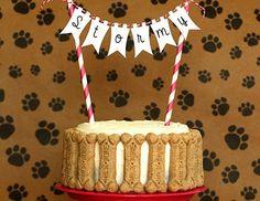 Si tu mascota es un integrante más de tu familia y quieres celebrar su cumpleaños como tal, ¡tienes que probar esta dogcake para su día!Es realmente muy fácil y a él le cantará, querrá cumplir años todos los días. ¡Anímate!Ingredientes:2 bananas maduras hechas puré4 cdas de miel1 huevo2 tazas de agua3 Puppy Birthday Parties, Puppy Party, Dog Birthday, Birthday Cake, Dog Treat Toys, Puppy Cake, Candy S, Dog Cakes, Homemade Dog Treats