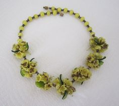 Glass flower necklace. yellow necklace. by LilasVintageJewelry