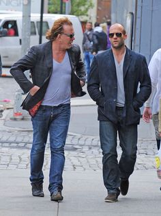 Jason Statham Photos - Tough guys Mickey Rourke and Jason Statham look as though they may have coordinated their outfits as the two actors are spotted conversing together in the East Village. - MIckey Rourke and Jason Statham in the East Village Mickey Rourke, Jason Statham, Rosie Huntington Whiteley, Kelly Brook, The Expendables, How To Pose, Movie Stars, Casual, Hot Guys