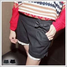 lace-hem shorts with bow