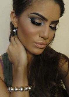 great bronzed makeup look. Highly contoured and highlighted.