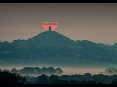 Looks like a Challice, the holy grail ? English Festivals, Beautiful World, Beautiful Places, Landscape Photography, Nature Photography, Glastonbury Tor, Somerset England, Picts, Paganism