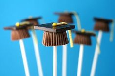 Candy cup caps by bakerella-can be done as cake pops or with reeses Graduation Party Foods, Graduation Diy, Kindergarten Graduation, High School Graduation, Grad Parties, Graduation Decorations, Graduation Desserts, Graduation Celebration, Graduation Cupcakes