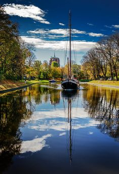 Leeuwarden, province Friesland, The Netherlands. Kingdom Of The Netherlands, Holland Netherlands, Beautiful World, Beautiful Places, Amsterdam, Scenic Photography, Windmill, Sailing, Places To Go