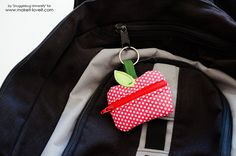 Lunch Money Zippered Apple Pouch – Make It and Love It Sewing Basics, Sewing Hacks, Sewing Tutorials, Sewing Crafts, Diy Crafts, Scrap Fabric Projects, Fabric Scraps, Sewing Projects, Diy Pouch No Zipper