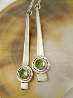 Long Sterling Silver Peridot Dangle Earrings Slim por LauraRoberson