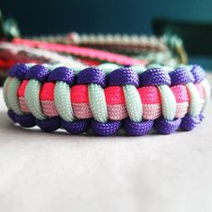 Pinner says: I really like the way different colors make paracord bracelets so unique. this is a simple Cobra weave but used two different colors on the inner strands and also two different ones for the outer. Camping Crafts, Fun Crafts, Diy And Crafts, Crafts For Kids, Arts And Crafts, Emergency Bracelet, Parachute Cord Bracelets, Paracord Projects, Paracord Ideas