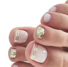 Toe Nails Ideas No doubt, we are in love with braids. Braids are hairstyles that never go out of trend. Moreover, they look good on virtually everyone. They offer that sleek natural look while also giving you versatility with the man Gold Toe Nails, Feet Nails, Gold Makeup, Makeup Art, Eye Makeup, Feet Nail Design, Simple Fall Nails, Mani Pedi, Pedicure Nails
