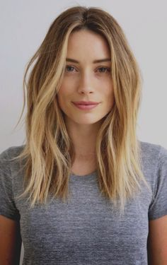 41 Lob Haircut Ideas For Women - How to Style a Lob or a Long Bob (Photos) -What is a lob? Step by step easy tutorials on how to cut your hair for a lob haircut and amazing ideas for layered, and stra Pelo Midi, Beauty Tips For Girls, Ombré Hair, Curly Hair, Hair Bangs, Curly Lob, Prom Hair, Hair Lengths, Hair Medium Lengths