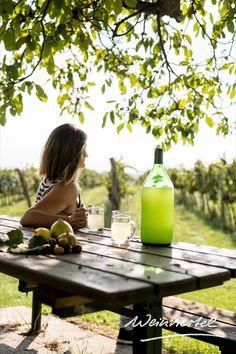 STURM. Der Jahrgangsvorbote des Weines hat wieder Saison im Weinviertel. Noch nie davon gehört? Sturm ist ein sich in der Gärung befindender noch trüber Traubensaft, in dem die Hefe weiter daran arbeitet, Zucker in Alkohol umzuwandeln. Kombiniert mit einem herzhaften Kellergatschbrot oder einer gschmackigen Brettljause genießt sich das stürmische Herbst-Getränk bei den Weinviertler Heurigen am besten. Erfahre mehr! © Weinviertel Tourismus / Herbst Alcoholic Drinks, Park, Glass, Outdoor Decor, Sugar, Fall Drinks, Grape Juice, Tourism, Berries