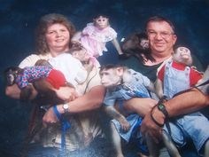 All people want their family photos in their album but after watching these 29 most awkward family photos you will shock and laugh out loud. Check out funny family awkward pictures that will make your day. Funny Family Portraits, Weird Family Photos, Strange Family, Funny Photos, Couple Photos, Bizarre Photos, Bad Photos, Family Pictures, Pet Pictures