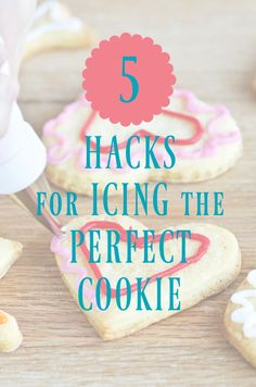 5 Hacks to perfecting icing designs with royal icing on cookies straight from the decorators at cookie bouquets! Best Icing Recipe, Royal Icing Cookies Recipe, Easy Royal Icing Recipe, Recipe Box, Holiday Cookie Recipes, Easy Cookie Recipes, Holiday Cookies, Fast Recipes, Sweet Recipes