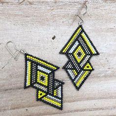 Brick Stitch Earrings, Seed Bead Earrings, Diy Earrings, Crochet Earrings, Earring Crafts, Bead Crafts, Beaded Earrings Patterns, Beading Patterns, Beading Projects